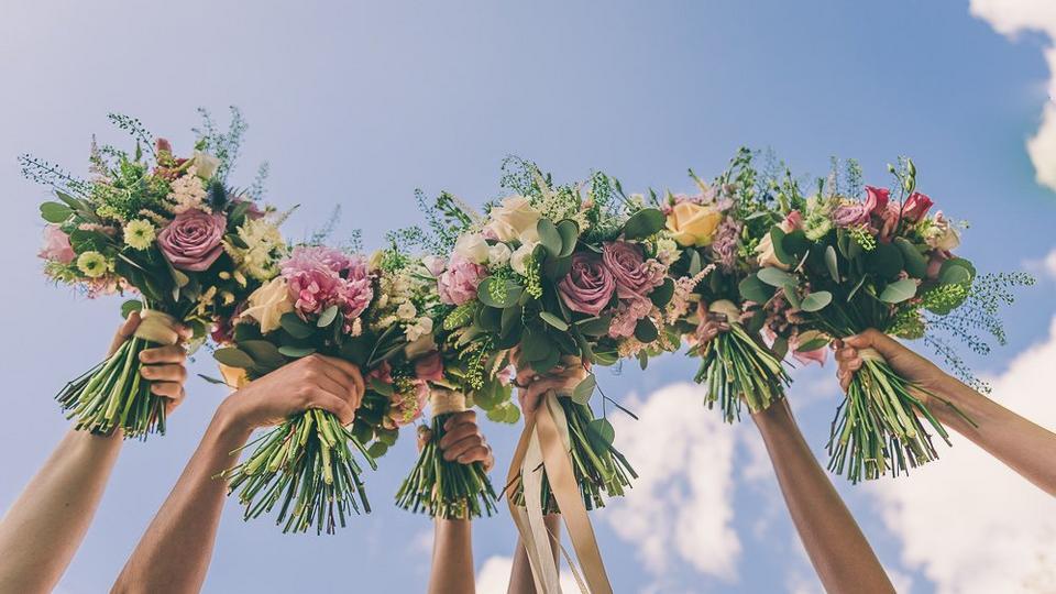 Wedding-bouquet-sky
