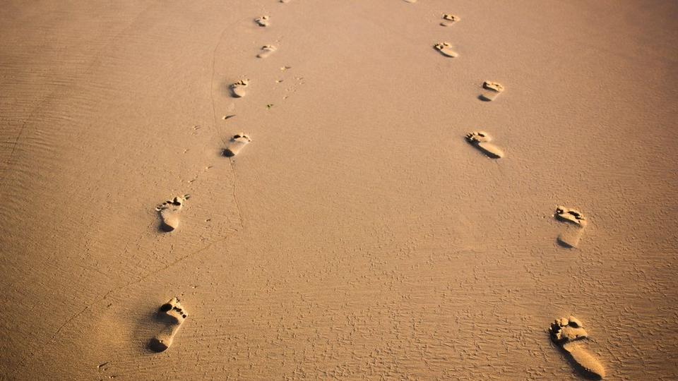 footprints-in-sand-stock