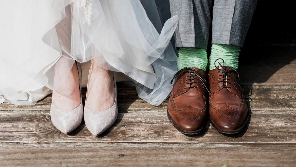 wedding-couple-feet